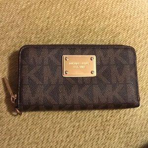 Michael Kors zip purse